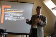 Ungvölgyi János bemutatja az alapítványt és megtartja az előadását.